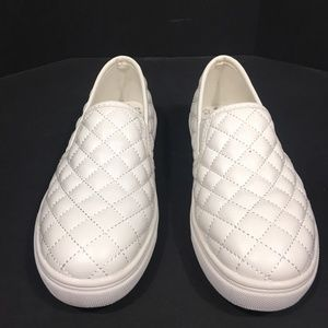 Girls White Quilted Sneakers by Cat and Jack SZ 1